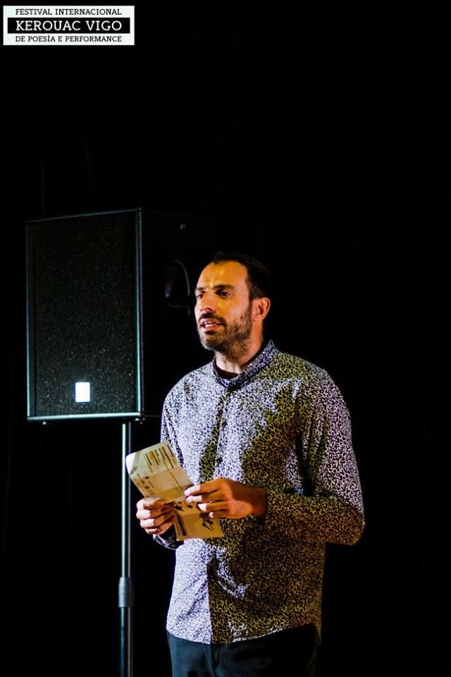 """Marcos de la Fuente, promotor del Festival Kerouac Vigo: """"Me parece fundamental llevar la poesía a la gente que pensabas que jamás laleería"""""""